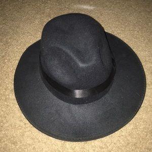 Accessories - Black side brimmed hat